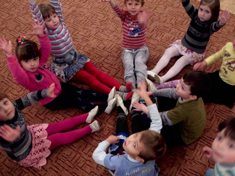 Kinder in Not in der Ukraine Caritas Video Reportage
